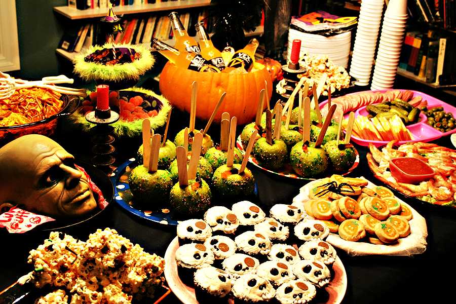 Food for your halloween party halloween let the fun begin for Cuisine halloween